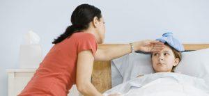 madre-cuida-nino-enfermo-p